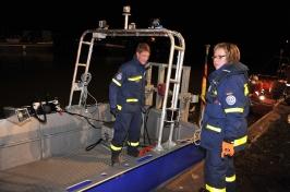 Die Tauchschule unterstützt bei einer Rettungsübung der Freiwilligen Feuerwehr